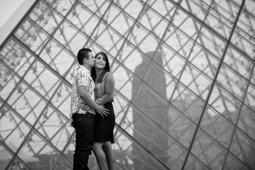 Séance photo couple Paris Louvre