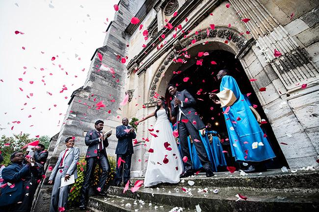 mariage sortie d'église des mariés