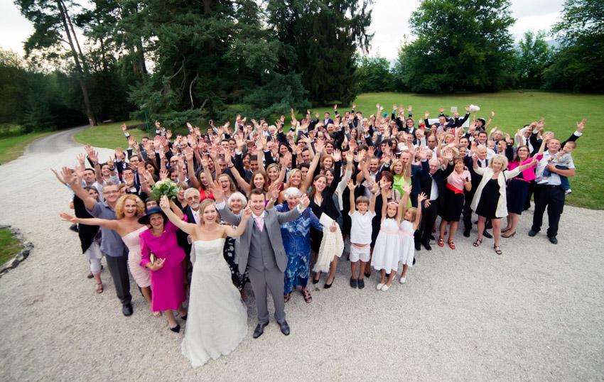 Photo des invités dans le parc du château de Moulinsard