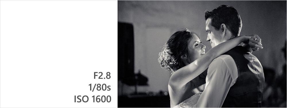 premiere danse des mariés en lumière ambiante