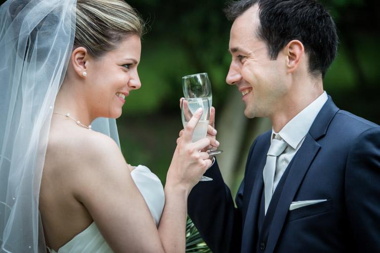 Séance photo des mariés au Château de Gency