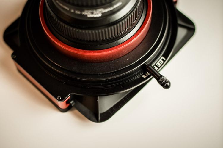 Lee-Filters-SW150-Mark-II-vis-de-fixation