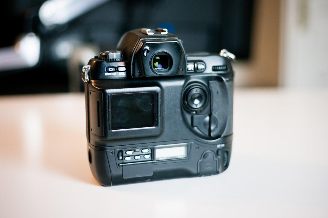 Nikon-D1H-reflex-professionnel