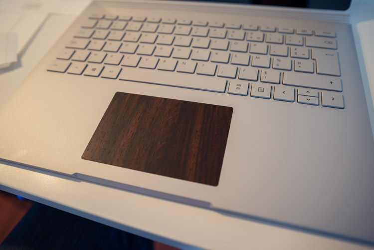 Dbrand-skin-sur-trackpad-surface-book