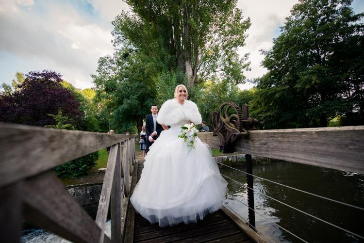 arrivée des mariées par la la barque