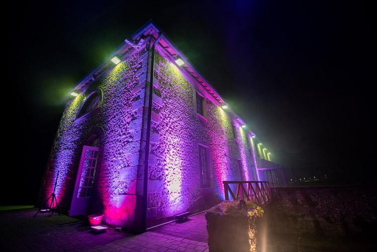 éclairage du moulin durant la nuit