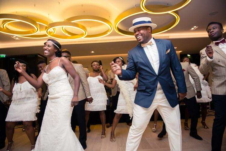 flashmob des mariés et des demoisselles et garçons d'honneur
