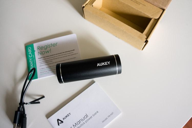le contenu de packaging est simple. Le câble micro USB est très court