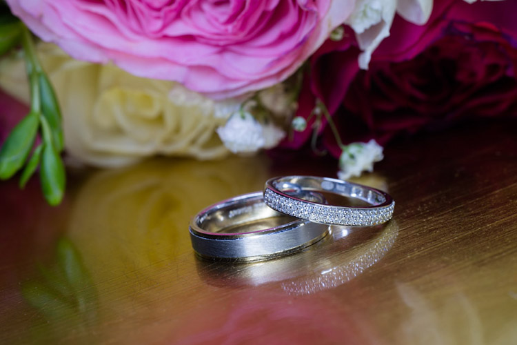 Une technique photo pour bien mettre en valeur les alliances de mariage