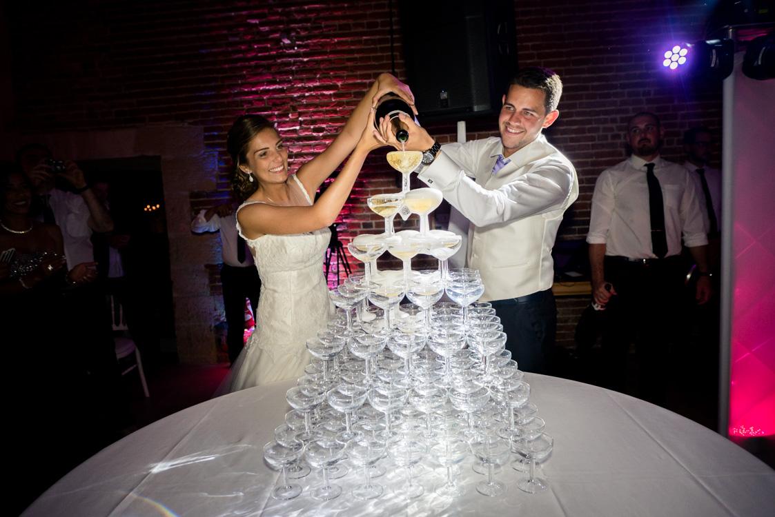 ouverture de la pièce montée avec le champagne