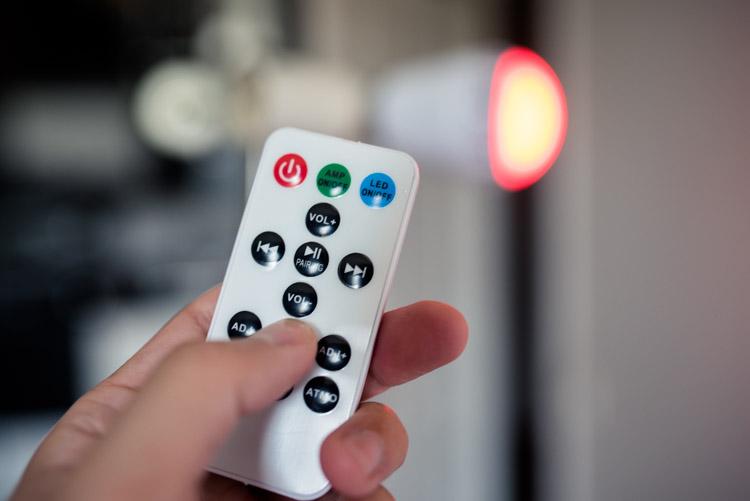 télécommande de contrôle de la lumière et du son