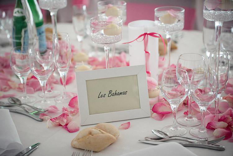 décoration tout en rose des tables de réception