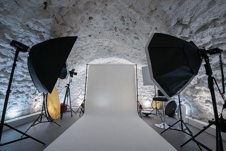 matériel photo avec fond de studio