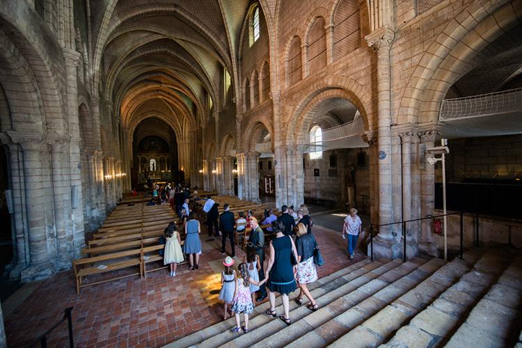 entrée de la basilique de Longpont