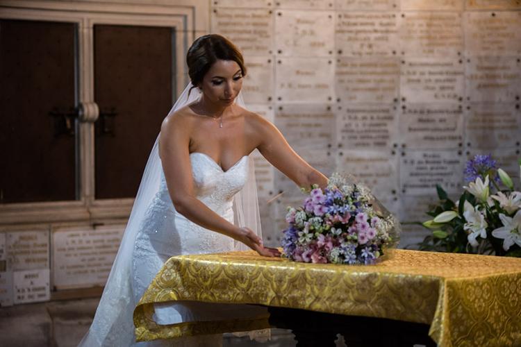 remise du bouquet de fleur à la vierge marie