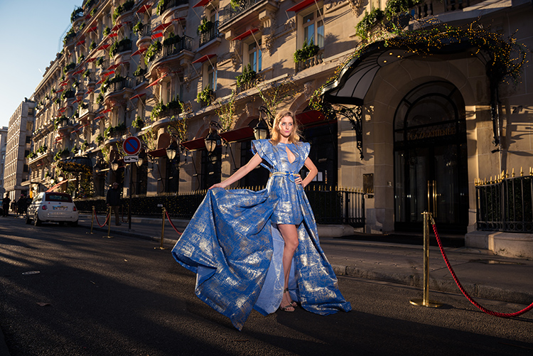 seance photo robe bleue avenue montaigne
