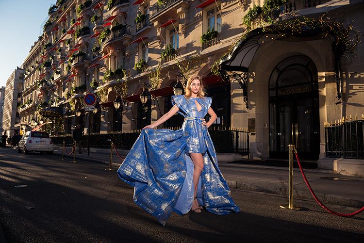 seance photo robe bleue avenue montaigne