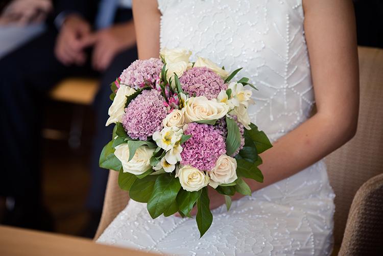 vue proche du bouquet de la mariée