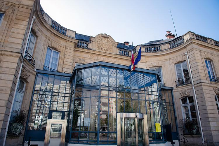 vue de la façade de la mairie d'épinay-sur-seine