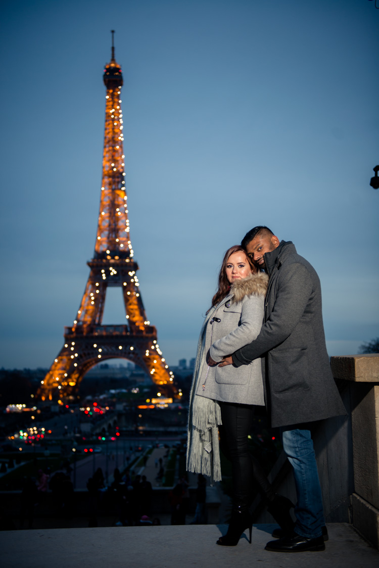 shooting photo couple la tour eiffel photographe mariage et portraitiste professionnel paris. Black Bedroom Furniture Sets. Home Design Ideas